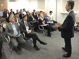 Abramed recebe Leandro Fonseca, da ANS, para discutir melhorias do sistema de saúde suplementar