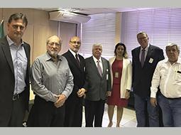 Anvisa debate revisão de regulamentos técnicos para funcionamento de laboratórios